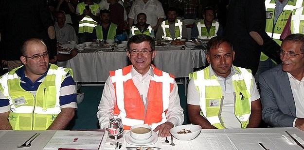 Davutoğlu YSS Köprüsü İşçileriyle Oruç Açtı