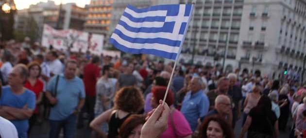 Yunanistan Yağmurdan Kaçarken Doluya Tutuldu