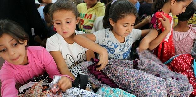 Suriyeli Muhacir Çocuklara Bayramlık Elbise
