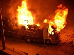 PKK/HDP'li Saldırganlar Diyarbakır'da Kamyon Yaktı
