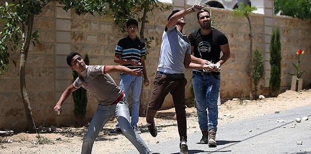 Taş Atarak Direnen Filistinlilere 20 Yıl Hapis Cezası