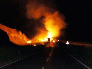 PKK'lılar Kars'ta 11 Aracı Ateşe Verdi