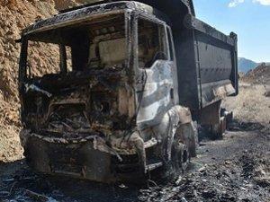 PKK Şırnak'ta 10 Aracı Yaktı