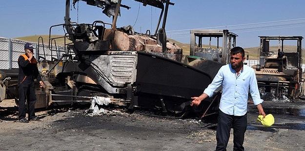 Erzurum'da PKK/HDP'li Saldırganlar 8 Araç Yaktı