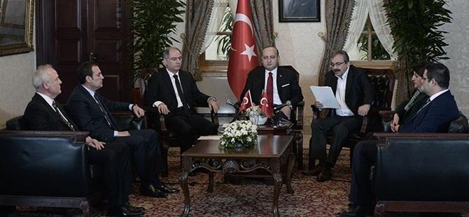 Akdoğan: Öcalan Bunları Sopayla Kovalar!