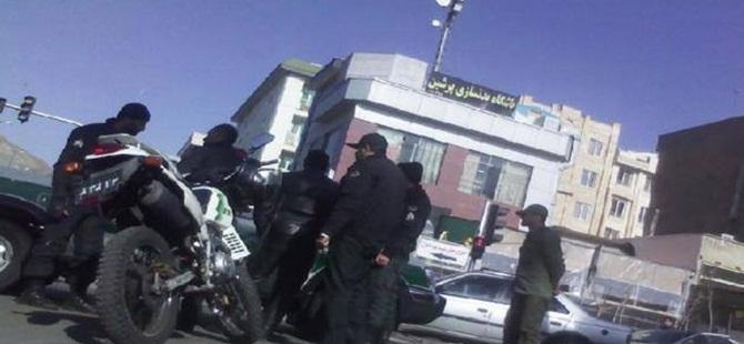 İran Polisinden Sünnilerin Mescidine Alçakça Saldırı!