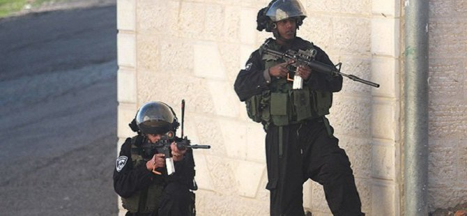 Siyonistler Bir Filistinli Genci Vurdu