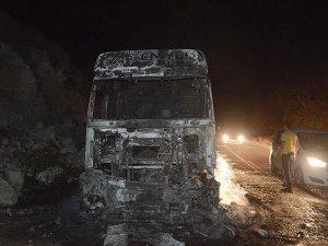 PKK Mardin'de 2 Aracı Ateşe Verdi
