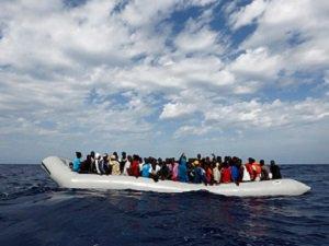 Libya açıklarında 700 Mülteciyi Taşıyan Tekne Battı
