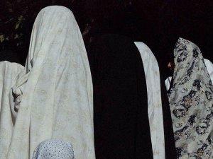 'İran 'İnsan Ticareti'nde Mağdurlara Bedel Ödetiyor'