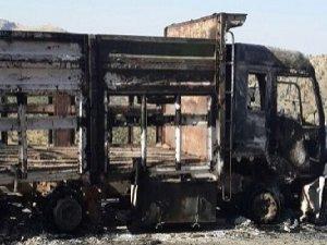PKK 5 Aracı Ateşe Verdi