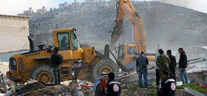 İşgal Çetesi Filistinlilerin Evlerini Yıktı