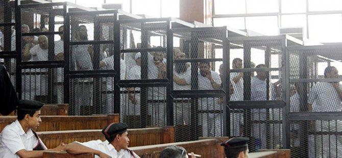 Mısır'da 250 Kişiye 25'er Yıl Hapis