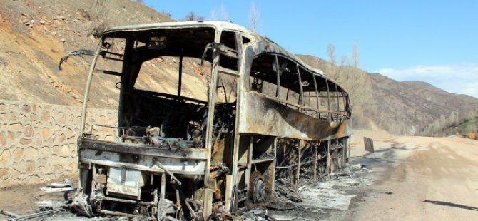 Erciş'te PKK'lılar Yolcu Otobüsünü Ateşe Verdi