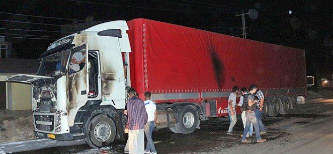 Ağrı'da İran Plakalı Tıra Molotofkokteyli Saldırı
