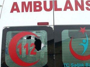 Hasta Çocuğu Almaya Giden Ambulansa Saldırdılar