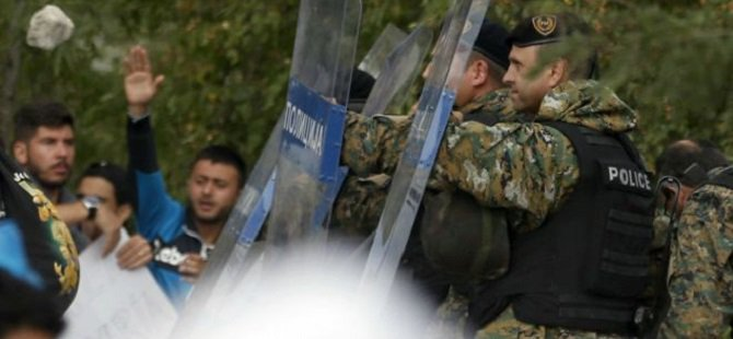 Makedonya Polisinden Göçmenlere Göz Yaşartıcı Gaz