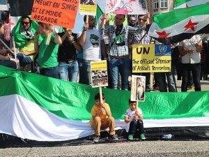 Suriyeli Muhaliflerden AB Önünde Protesto