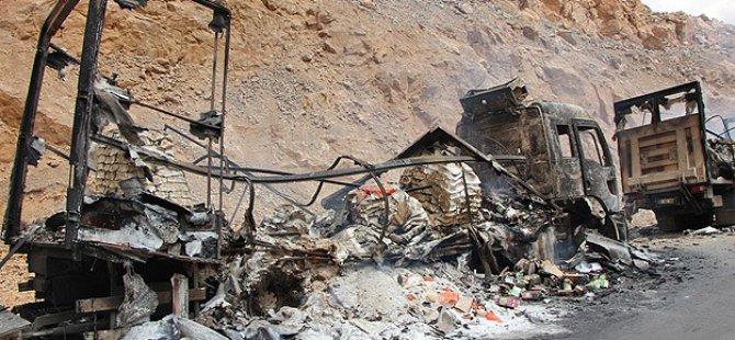Bingöl'de Yol Kesen PKK 4 Aracı Yaktı