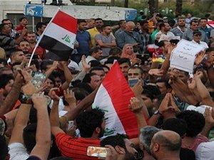 Iraklı Şiiler Hükümeti Protesto Ediyor