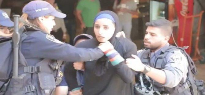 Siyonist İsrail Askerlerinden Filistinli Kadınlara Linç