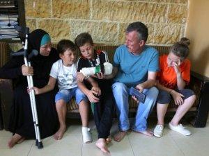 'İsrail Askerine Direnen Filistinli Kız' Kardeşini Kurtardı