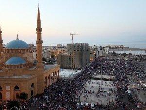 Beyrut'ta Binlerce Kişi Çöp Krizini Protesto Etti