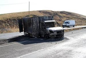 Ağrı'da PKK'lı Saldırganlar Kamyonet Yaktı!