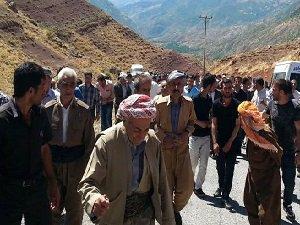 Şemdinli'de PKK'yı Protesto Yürüyüşü