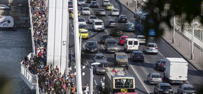 Göçmenleri Sınıra Otobüsle Götürmeyi Teklif Ettiler