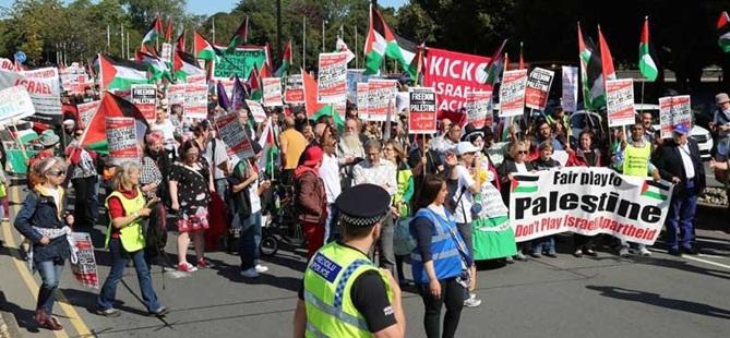 Galler'de Filistin'e Destek İsrail'i Protesto