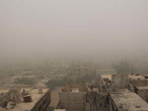 Kum fırtınası Esed'in Katliamlarını Bir Süreliğine Durdurdu