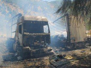 Bitlis'te PKK'liler 20 Aracı Ateşe Verdi