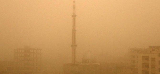 Suriyeliler Kum Fırtınasından Memnun