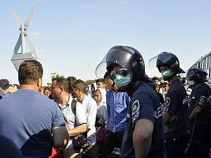 Macaristan'dan Sığınmacılara Karşı Etten Duvar