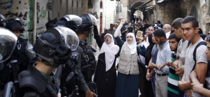 Siyonistler Mescid-i Aksa'da Filistinlilere Saldırdı