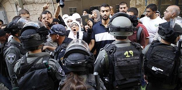 İsrail Askerleri Gazetecilere de Saldırdı!