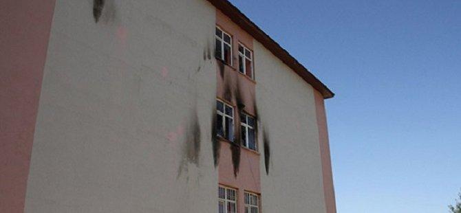 Van'da İlkokula Saldırı