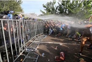 """Macaristan Polisi """"Sığınmacı""""lara Müdahale Etti!"""