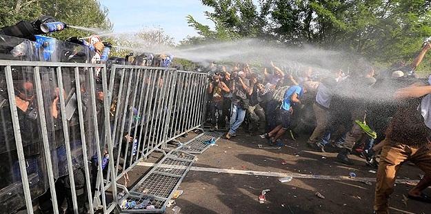 Mülteci Krizininin Ele Alınış Şekli Batılı Değerlerle Çelişmiyor mu?