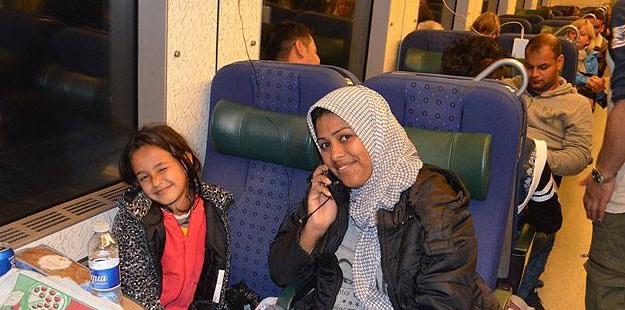 """İsveç Bir Hafta İçinde 5 Bin 200 """"Sığınmacı"""" Kabul Etti"""