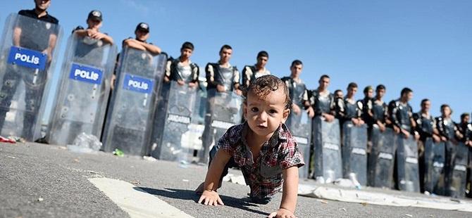 Edirne'de Yaklaşık 500 Mülteci TEM Otobanında Bekliyor