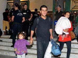 6 Gündür Bekleyen Sığınmacılardan Bazıları Otogardan Ayrıldı