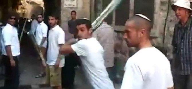 Yahudi Yerleşimciler Filistinlilere Sopalarla Saldırdı