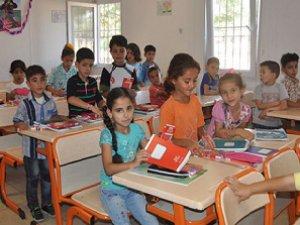 Türkiye'deki Suriyeli Çocuklar Ders Başı Yaptı
