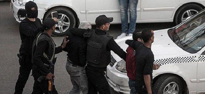 Mısır'da Darbe Karşıtı 24 Kişiye Gözaltı