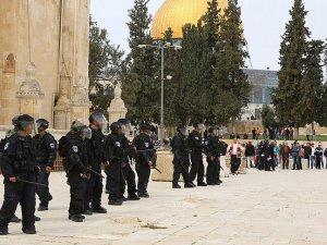 İsrail Mescid-i Aksa'ya Girişleri Kısıtladı