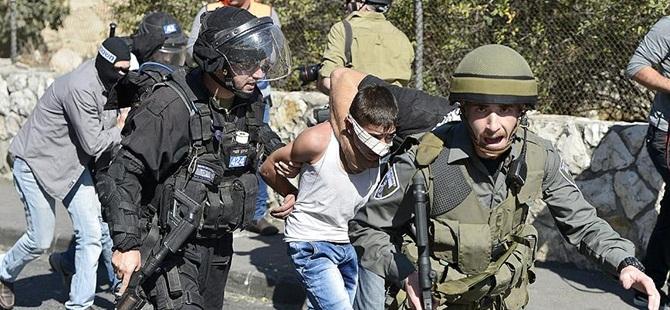 Siyonistler Filistinli Çocukları Gözaltına Aldı