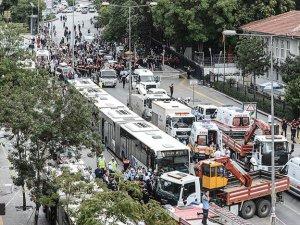 Belediye Otobüsü Durakta Bekleyenlere Çarptı: 12 Ölü