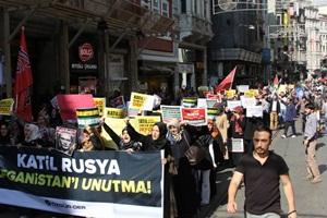 Rusya'nın Suriye Müdahalesi İstanbul'da Protesto Edildi